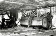 OR WA Pacific NW BW PHOTO LOG Sawmill Interior & Crew