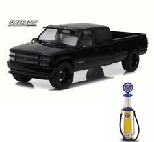 Chevy Diecast Car & Gas Pump 1997 C3500 Silverado Pickup Greenlight 19016 1/18