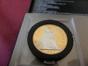 A GOLD PLATED QUEEN ELIZABETH 11 PENNY 1967