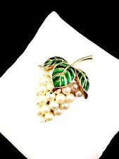 VTG CROWN TRIFARI GOLD-TONE GREEN ENAMEL FAUX PEARL GRAPES ON VINE BROOCH PIN