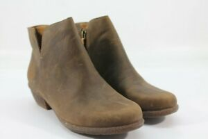 Clarks Wilrose Frost Womens Taupe Oiled Boots 8M (ZAP5749)