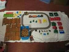 Lincoln Logs Huge Lot Of 625+ Pieces Train Roofs Doors Windows Men Horses & More