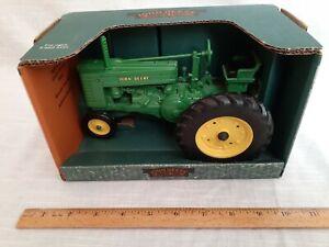 Mint condition John Deere Narrow Front Model G Tractor