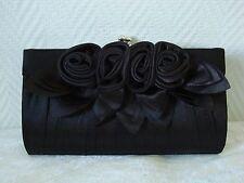 Pochette satin noire avec fleurs