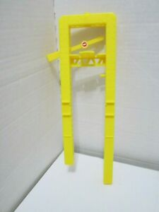 Hot Wheels World 1998 Tune Up Shop Part - Tower Girders and Gate - 1pc