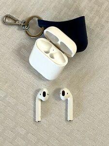 Apple AirPods 1st Gen Wireless Earphones w/Charging Caseand Navy Key Ring Case
