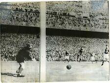 PHOTO match de foot FRANCE / ESPAGNE coupe du monde vers 1950