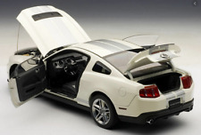Ford Shelby GT500 2010 White/Silver Stripes 1/18 72917 AutoArt