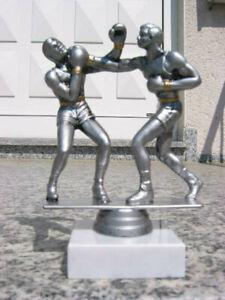 P030 Boxen Figur Trophäe Pokale inkl Gravur Pokal Restposten Boxkampf Kampfsport