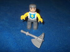 Lego Duplo 1 X Figur Ritter Grau Gelb Blau Löwe + Spitzhacke 4785 4777
