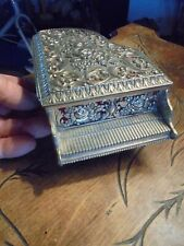 Ancienne Boite à Bijoux Ancien Piano à Queue Fleuri en Métal au coussin rouge