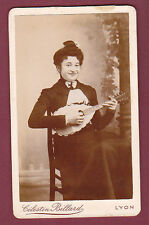 CDV BILLARD - LYON - Jeune femme avec guitare, musique
