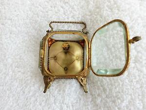 alte Schmuckdose mit Uhr