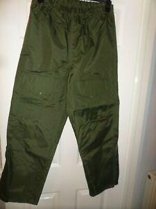 """Mainstream Green Fishing Waterproof Trousers Small / Medium 28"""" to 36"""""""