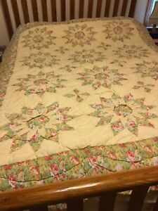 """Shappy Chic Star Pattern import QUILT  TWIN Size  80 x 64"""" Scalloped Edge"""