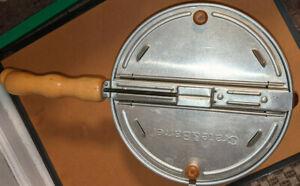 Crate and Barrel Pop Aluminum Hand Crank Stove Popcorn Popper Wood Handles