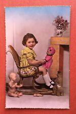 CPSM. Petite Fille. Poupées. Fauteuil Enfant.