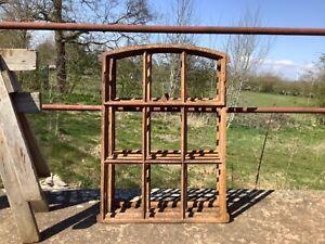 Antike Stallfenster aus Gusseisen, klappbar,  schwer, Gussfenster, 97cm x 68cm