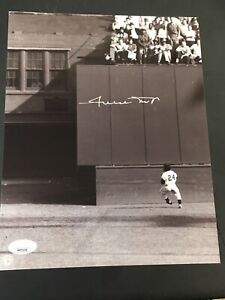 Willie Mays Signed 8 x 10 Photo Auto Autographed  JSA COA