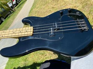 Fender Roger Waters Signature Bass Guitar Black Pink Floyd P Bass Precision