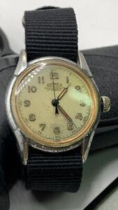 Roamer vintage WW2 men's military wrist watch with brevete case running.