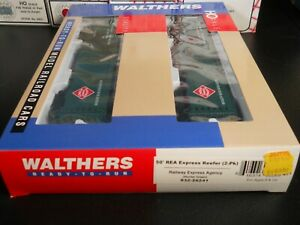 Walthers #932-26241 HO Scale 50' REA Express Reefer (2-Pk) Hunter Green