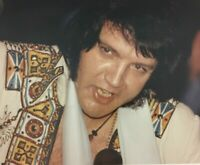 ELVIS PRESLEY AUTHENTIC  8 X 10 IN CONCERT ANAHEIM CA 11/30/76 WITH FAN LETTER