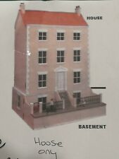 THE VINE doll's house house only 28 x 31.5'