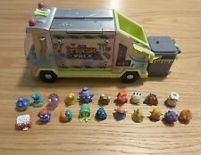 TRASH PACK GARBAGE TRUCK WITH 20 TRASHIES AND 20 BINS