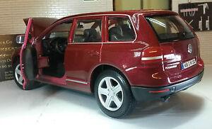 1:24 VW Touareg V6 Red Model V10 W12 TDi Burago 22015 Detailed model 2002 Scale