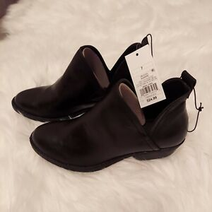 Womens Nora Faux Leather Cut Out Ankle Bootie Black Universal Thread Size 7
