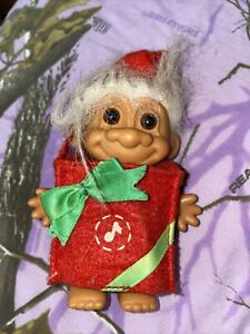"""Vintage 4"""" Trolls White Hair Christmas Oresent Outfit Russ"""