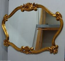 Antike Spiegel im Jugendstil mit goldener Rahmenfarbe