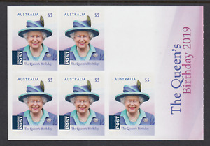 2019 $15 QUEEN'S BIRTHDAY $5 BOOKLET, Mint Never Hinged