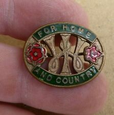 """WW11 WOMEN'S INSTITUTE """"FOR HOME AND COUNTRY""""  ENAMEL BADGE"""