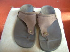 (111)Mens Fitflops Toe Post Sandal size 11 brown sueded Leather