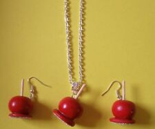 Parure argentée pommes d'amour rouges