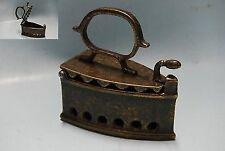Riproduzione Piccolo Ferro da stiro in ottone brunito a carbonella