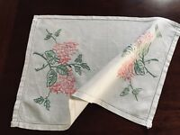 VINTAGE HAND EMBROIDERED CREAM TABLE CENTRE / TRAY CLOTH 18X13 INCHES