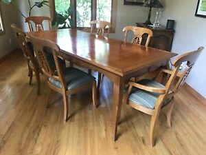 Ethan Allen Legacy Country French Maple Dining Table and 6 Pineapple Chairs
