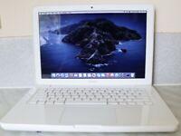 Apple MacBook unibody 13.3in Intel Core 2 Duo 2.4 GHz Laptop -  White(Grade - A)