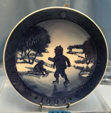 Royal Copenhagen Annual Christmas Plate 1965 Little Skaters U4