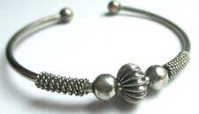 Fin bracelet rigide ouvert couleur argent finement gravé bijou vintage 1855