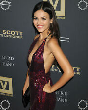 A Victoria Justice Beautiful Smile Posing On Red Carpet 8x10 Picture Celebrity P