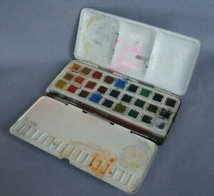 Vintage Reeves metal watercolour paint box No 55B