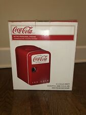 Nib Coca Cola Licensed 4L 6 Can Retro Mini Fridge Cooler/Warmer 12v & 110v Kwc4