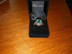 Schicker Silberring mit grünem Stein