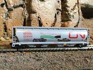 N Scale Bachmann 4 bay cylindrical hopper w/graffit CANADIAN NATIONAL mtl cplrs
