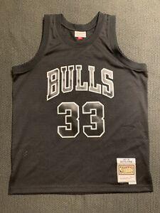 Mitchell & Ness Chicago Bulls Scottie Pippen Black & White Swingman Jersey Sz L