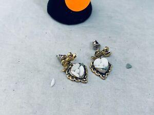 VTG.UNMARKED 1928 WHITE & GREEN PORCELAIN ROSE FLOWER GOLD TONE PIERCED EARRINGS